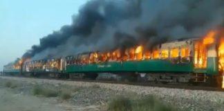 67 пассажиров поезда Tezgam Express сгорели насмерть в Рахим Яр Хан в Пакистане