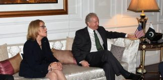 Сенаторы США Кристофер Ван Холлен и Мэгги Хасан встретились с главой пакистанской армии